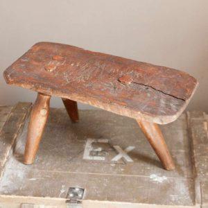 1208antiek-houten-melkkrukje-93740