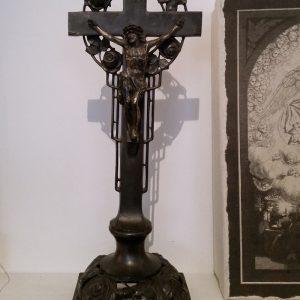 0403 Jezus aan kruis met rozen