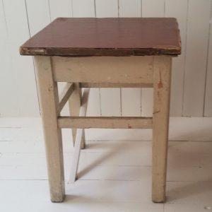 0412 Oud houten bijzettafeltje