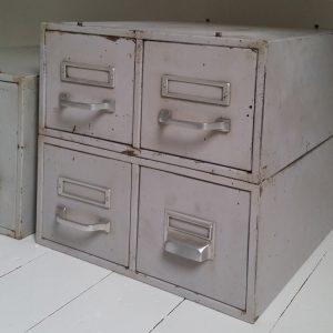 0440 Metalen archiefkastjes
