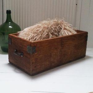0445 Oude houten kist