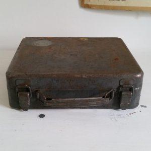 0569 Ijzeren koffertje