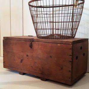 0584 Oude houten kist