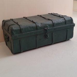 0611 Donkergroene ijzeren kist