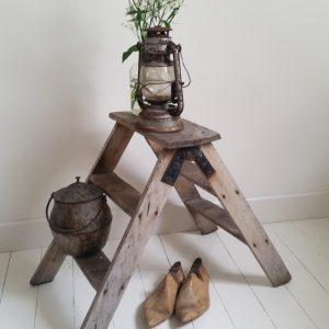 0638 Oud houten trapje