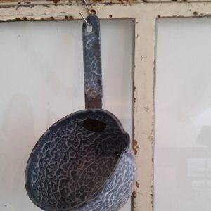 0692-grijs-gewolkte-steelpannetje