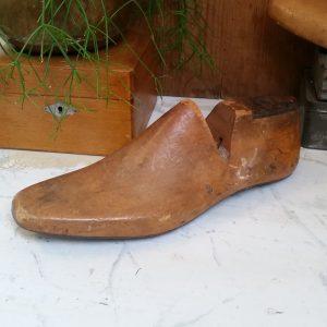 0860 Houten schoenmal maat 9