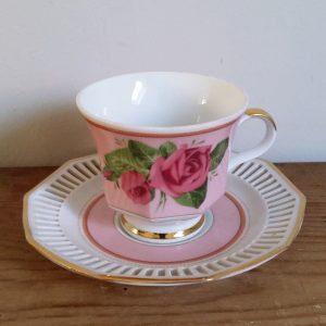 0870 Kop en schotel roze met rozen