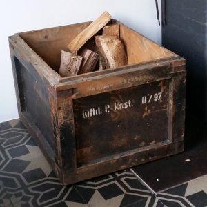 0880 Oude houten bak