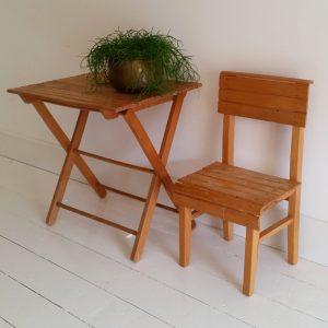 0909 Kinderstoel met tafeltje