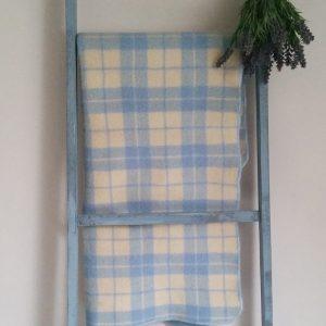 0934 Blauw geruite wollen deken