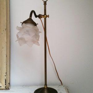 0962 Koperen lamp met glazen kapje
