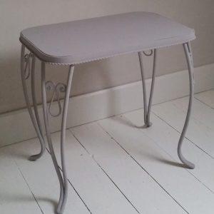 0966 Brocante ijzeren tafeltje