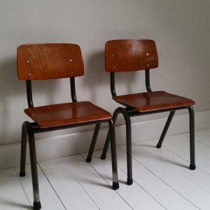 0967 Vintage kinderstoel