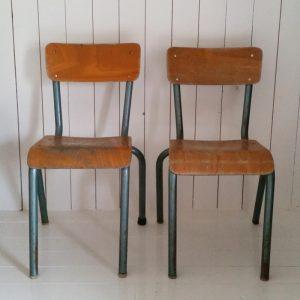 1007 Kinderstoeltje met groen onderstel