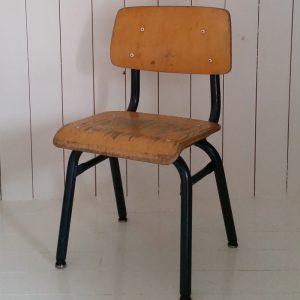 1008 Kinderstoeltje met donkerblauw onderstel