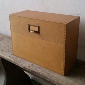 1115 Vintage houten kaartenbak