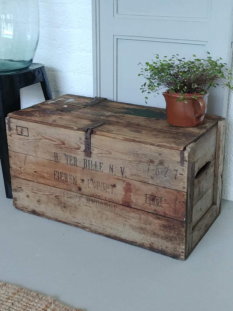 Oude Houten Kisten.Oude Houten Eierkist